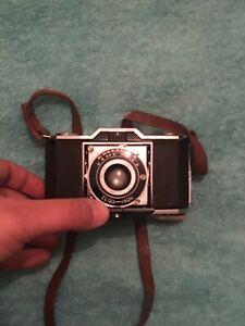 Ancien-Appareil-Photo-Ikonta-Zeiss-ikon-Novar-anastigmat-1-3-5-F-4-5cm-vintage