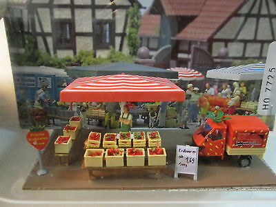 Busch PRE-BUILT ROADSIDE STRAWBERRY STAND Farmer's Market Mini Scene 7725 1:87