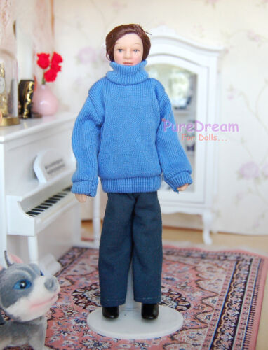 1//12 Dollhouse Miniature Doll A Young Man Dressed In A Blue Sweater PP013B