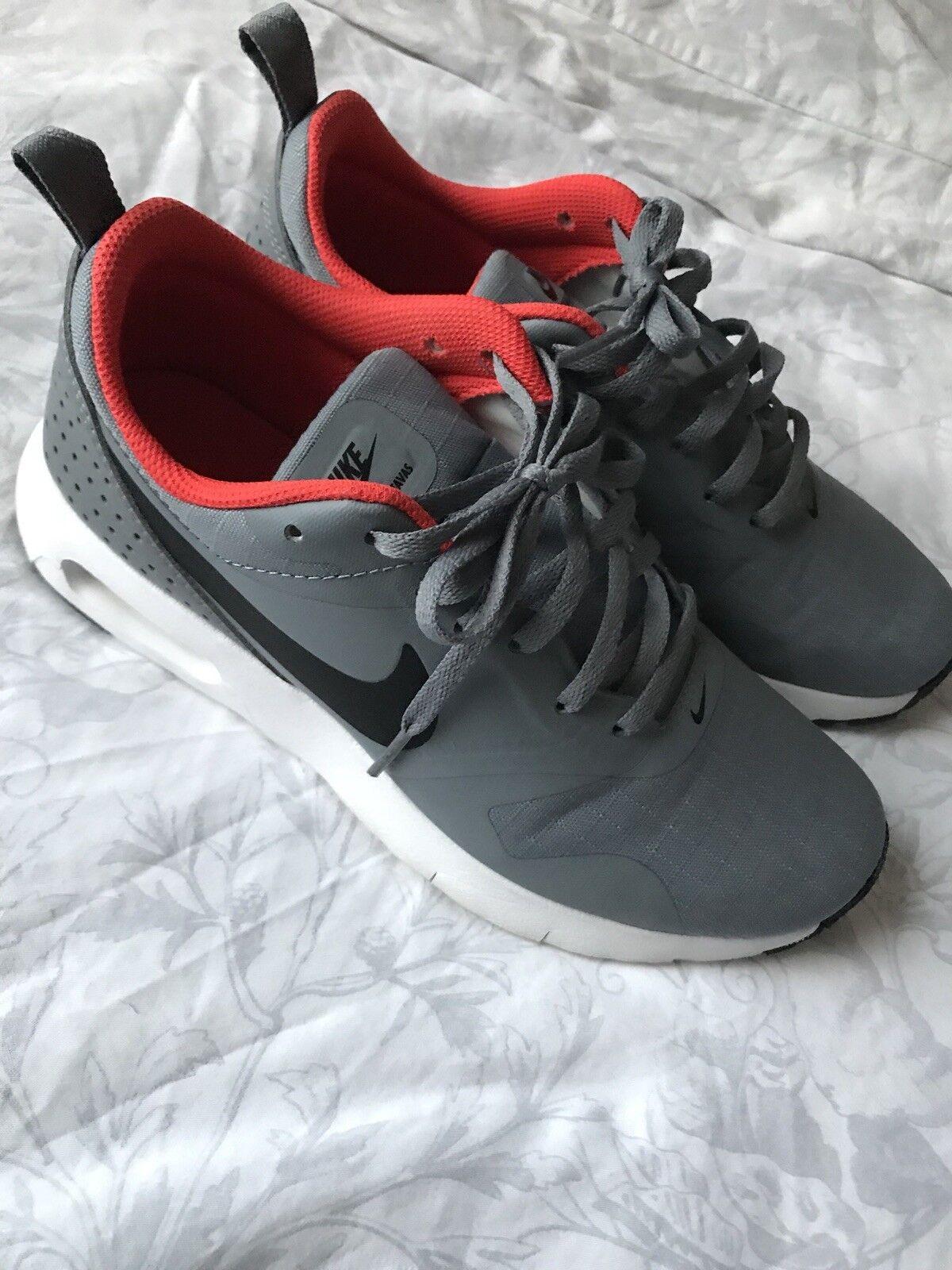 Gris Nike Thea Baskets portée deux fois parfait état