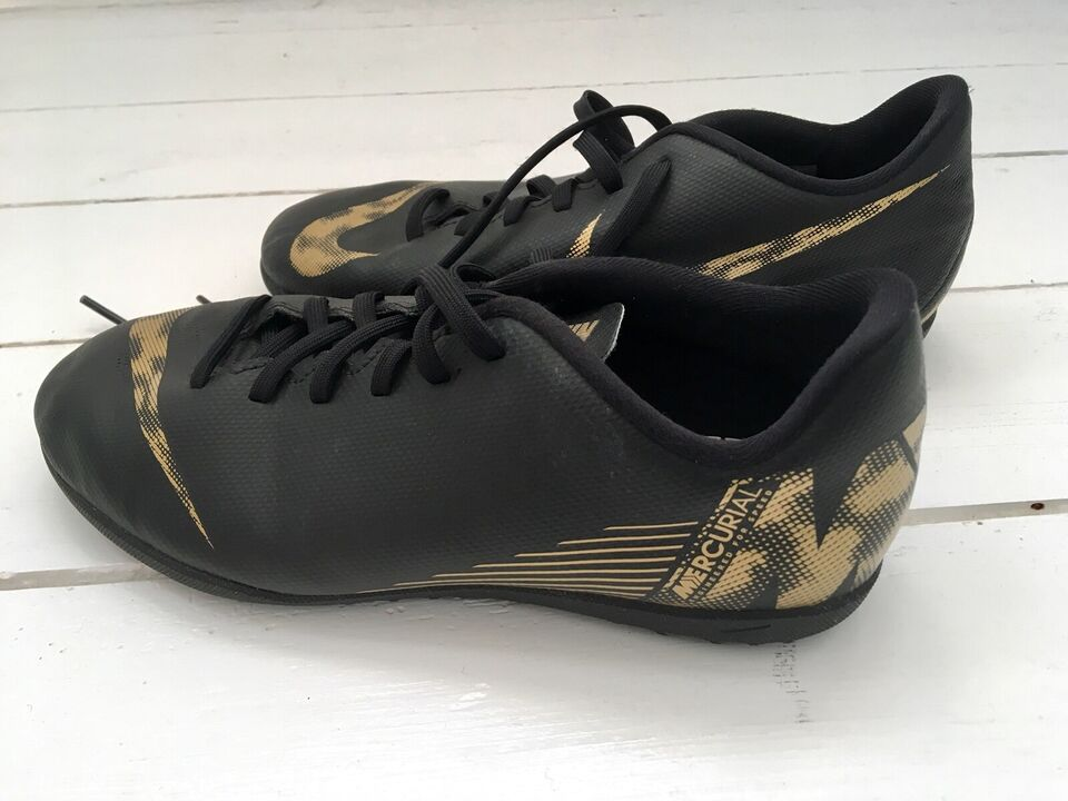 Fodboldsko, Sko, Nike