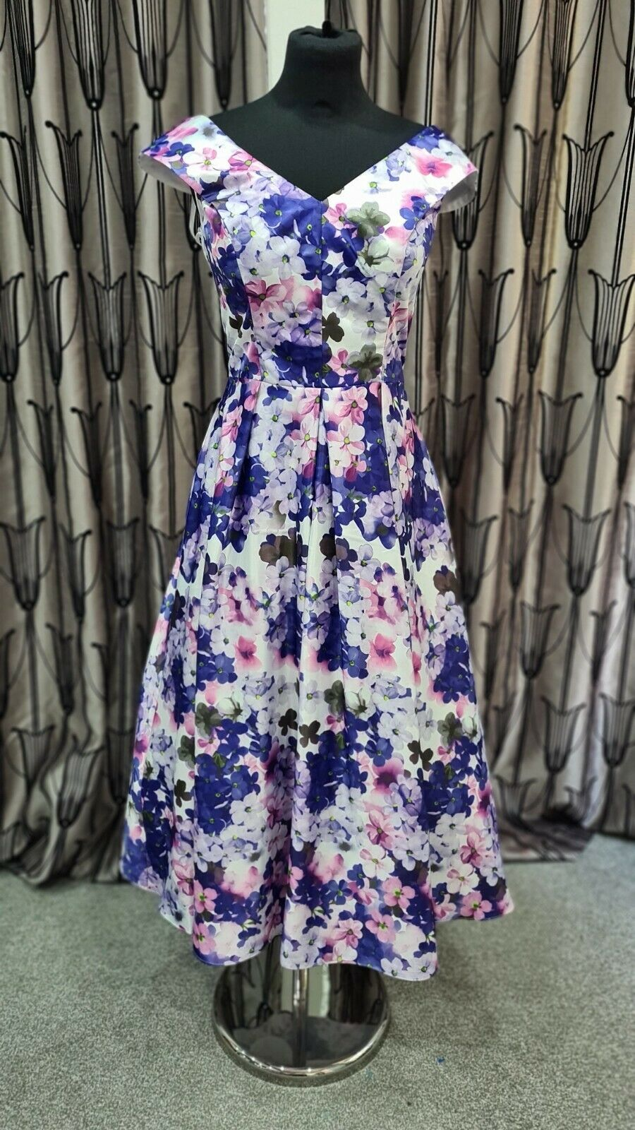 Veromia Occasions Mother of the Bride/Groom dress. Floral lilac. UK12 (small)