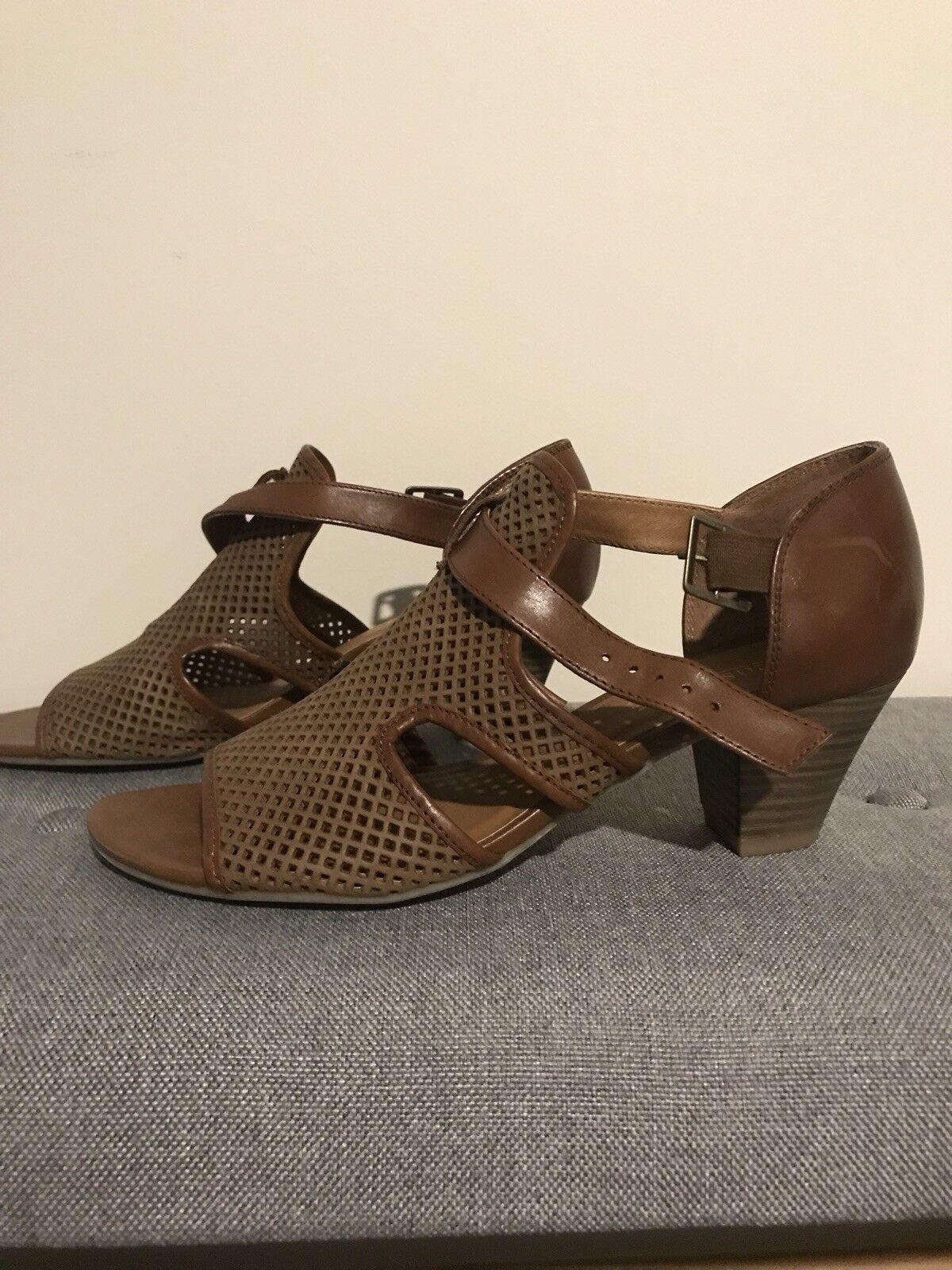 Easy Steps Laser Cut Tan Heels Size 39C