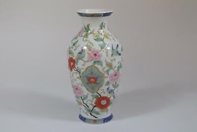 RK244 Japanische Vase Porzellan figürliches Dekor Signatur Japan