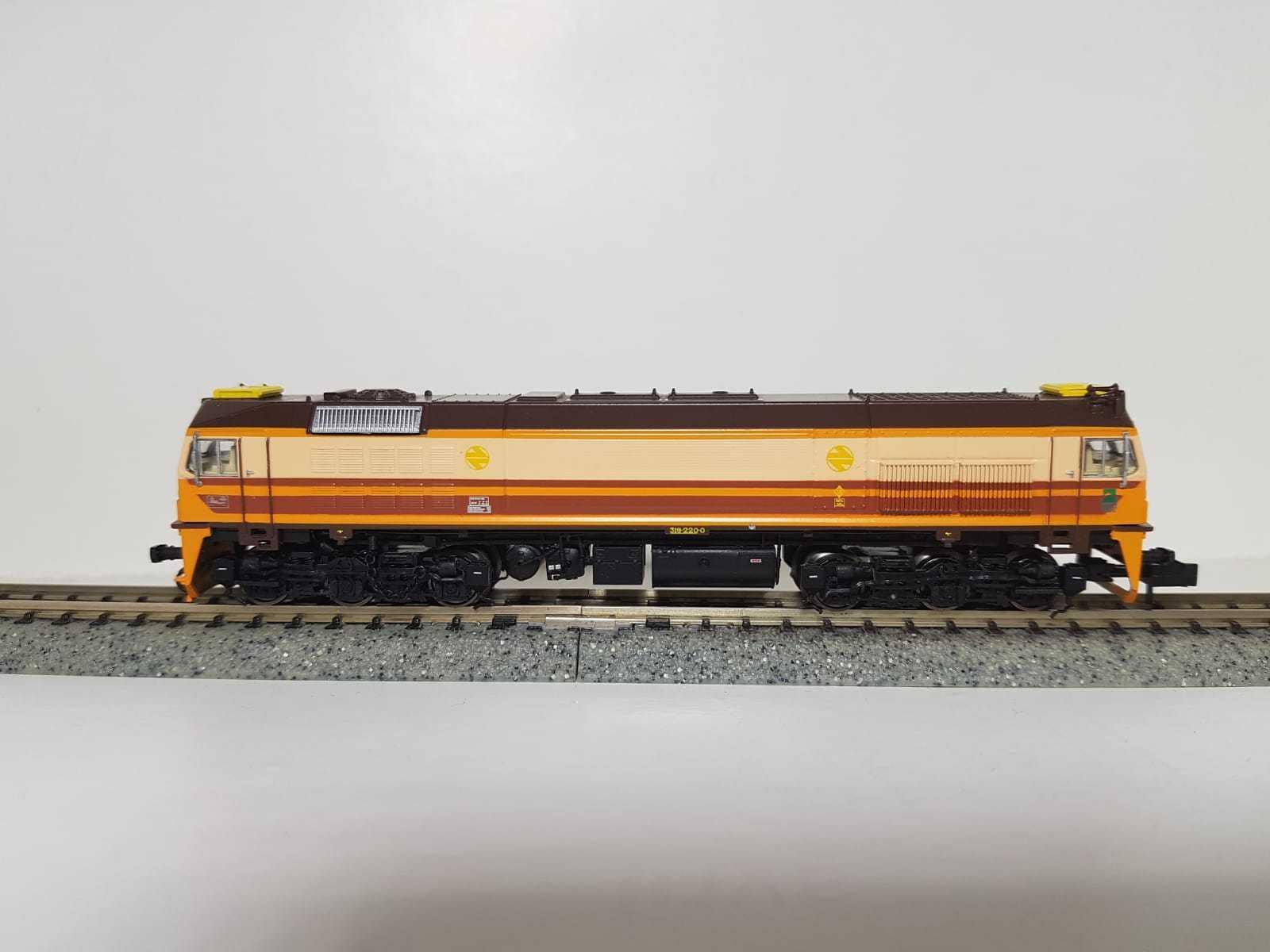 Toptrain - ref.TT70105 - Locomotora diesel RENFE 319 ESTRELLA 319-220-0
