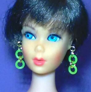 Barbie-Dreamz-NEON-GREEN-DOUBLE-HOOPS-Mod-Hoop-Earrings-Doll-Jewelry