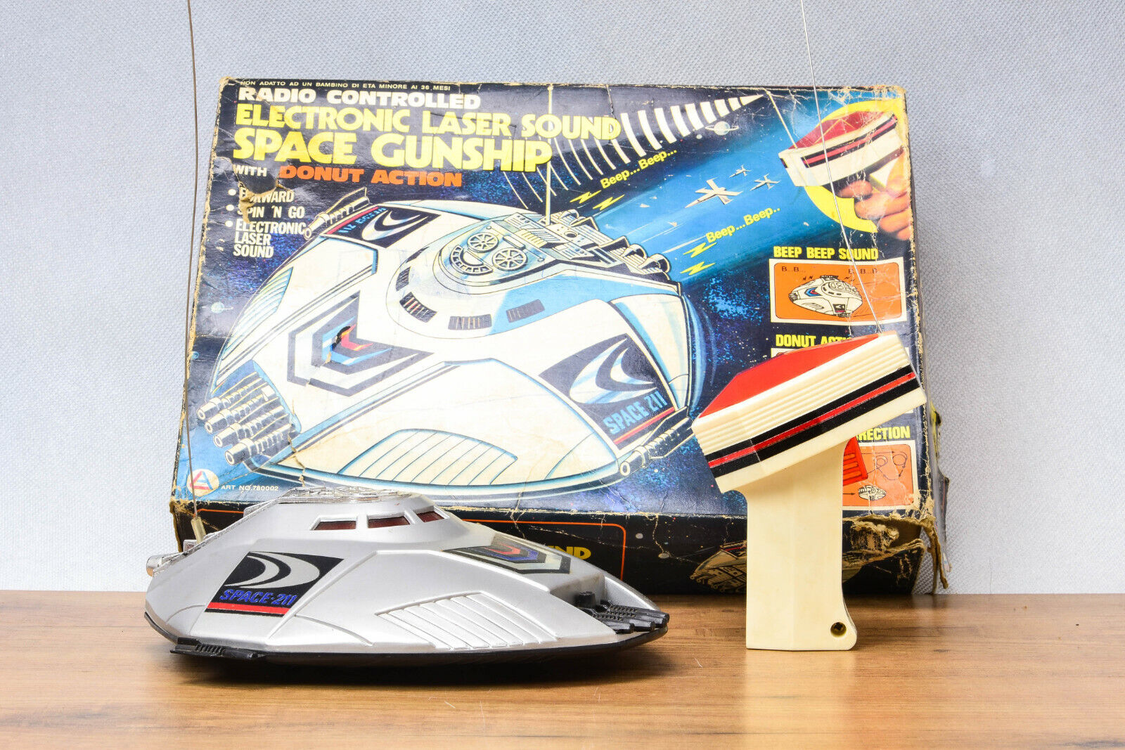 _AntiqueHong Kong leksakElectronic Laser Sound Space Gunship Battery ME Gammal MS