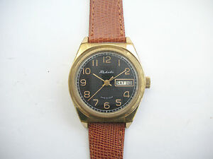 Vintage-Soviet-Raketa-Day-Date-2628-hand-wind-watch