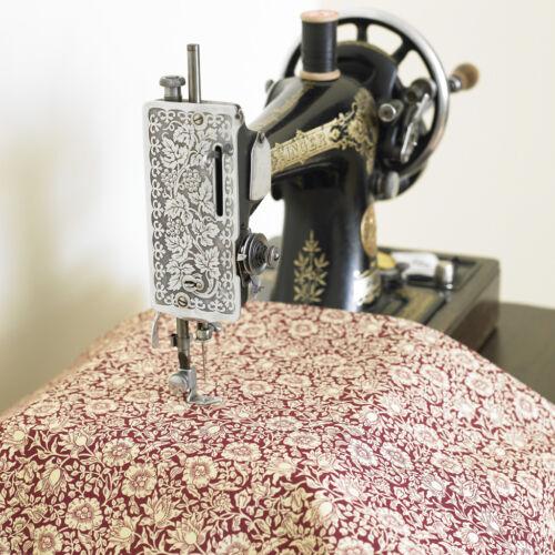 William Morris Malva vino de Peso Pesado Algodón Tela Floral Por Medio Metro