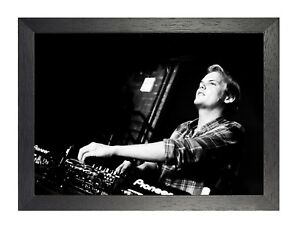 6-Avicii-Photo-Swedish-DJ-Remixer-Electro-House-Music-Poster-Black-and-White