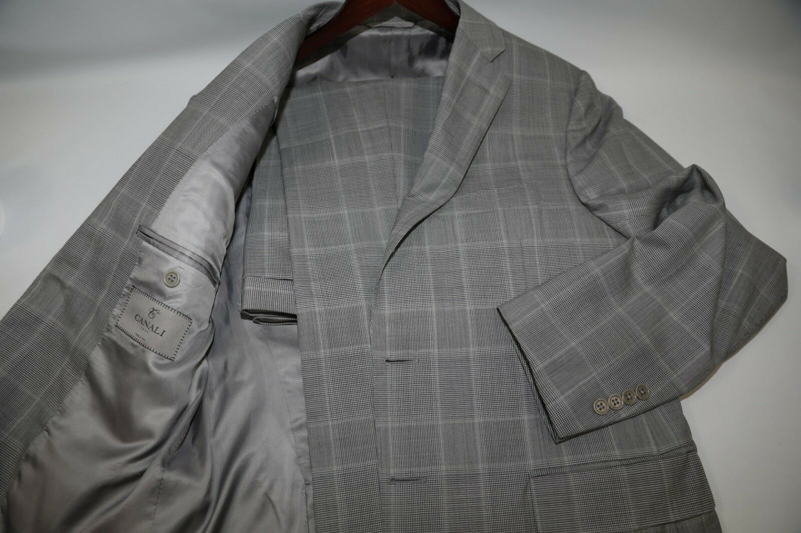 CANALI  13290 Two Button Plaid Fabric Suit Size 40 R