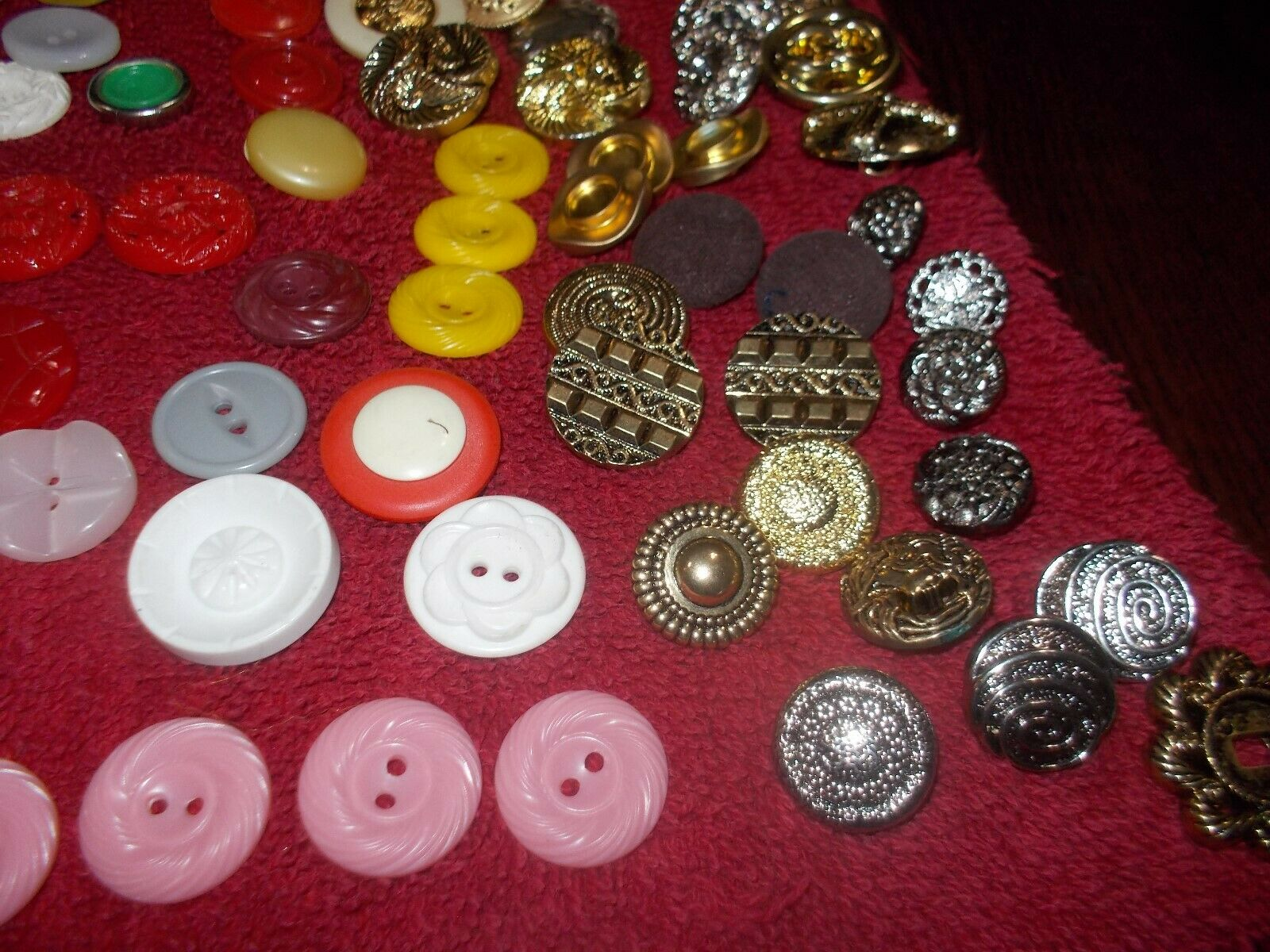 VINTAGE BUTTONS OVER 300 - image 6