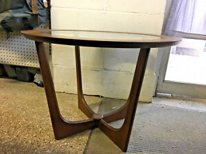 2-Mid-Century-Modern-1960-039-s-Glass-Inlay-and-Wood-End-Lamp-tables-Mint-Condition