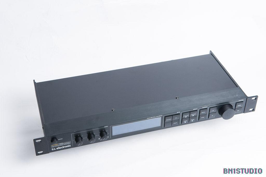 TC Electronic M-One XL Digital Reverb   FX, Chorus, Delay, Pitch Shift, 1U Rack