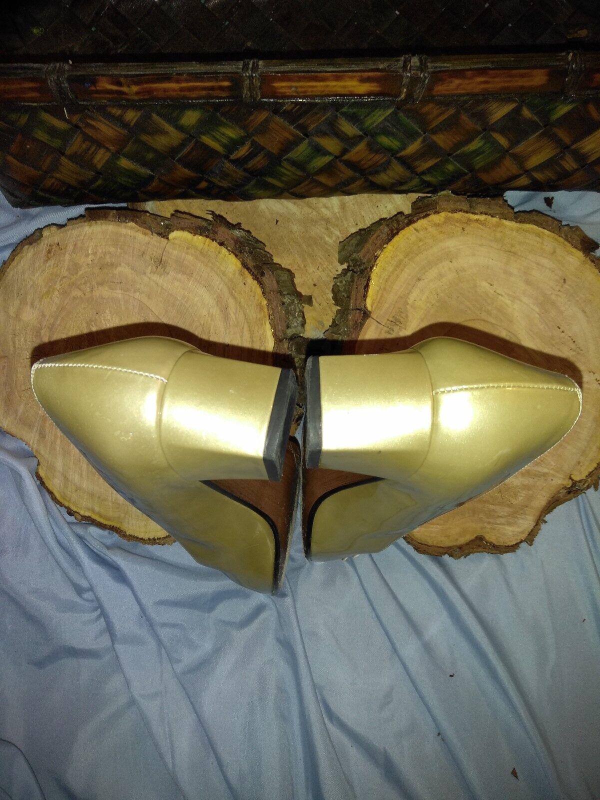 Stuart Weitzman Bombas De Flores Vestido Vestido Vestido De oro Talla 8 N 2ff3ff