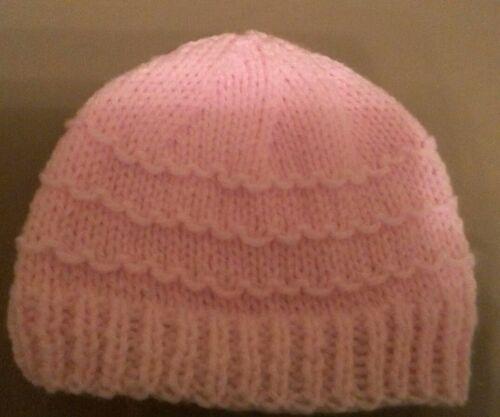 * idéal Baby Shower Cadeau * Hand Knit Chapeau Nouveau-né 0-3 mois bébé fille rose
