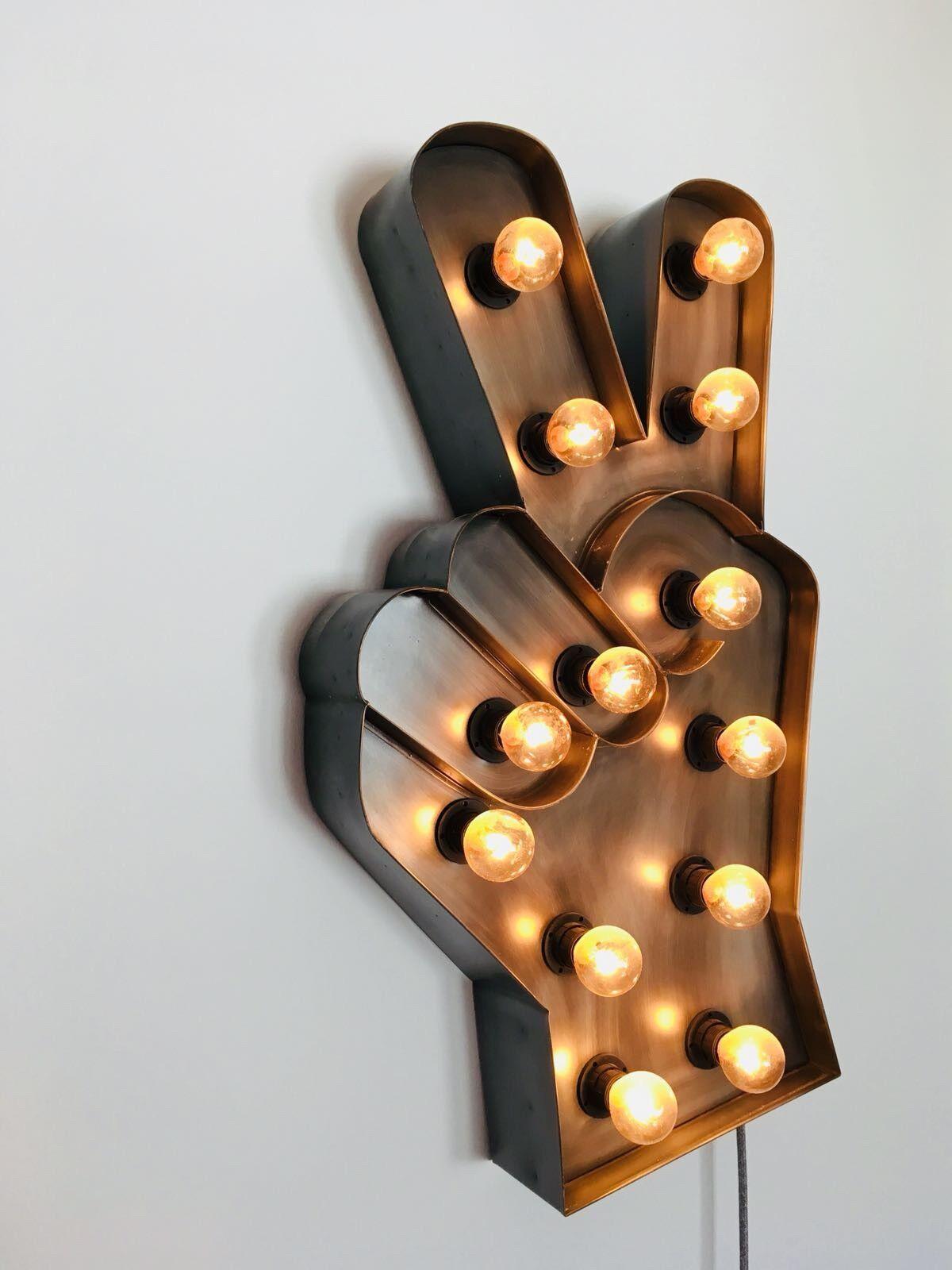 Peace Finger Lampe mit hochwertigen Kabel innovativ
