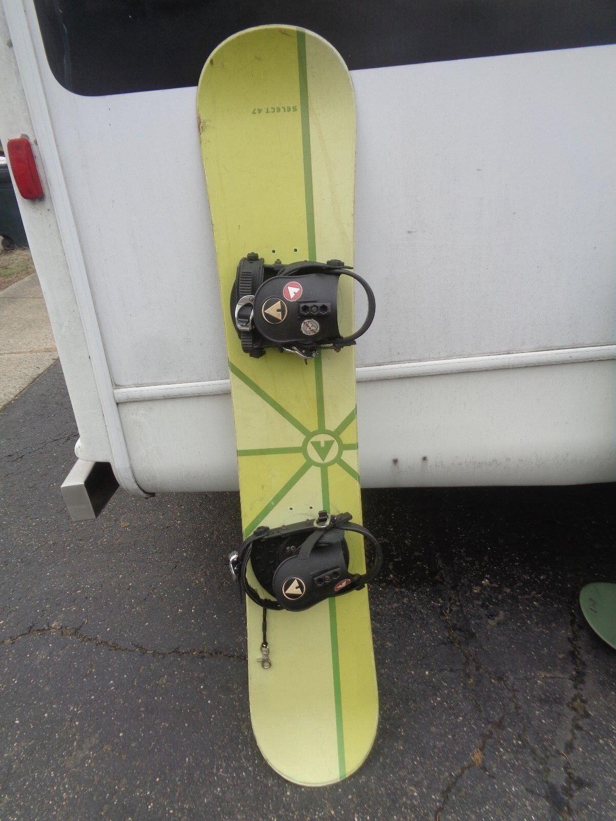 Airwalk Select 47 Snowboard with Airwalk Bindings, Length 147 cm