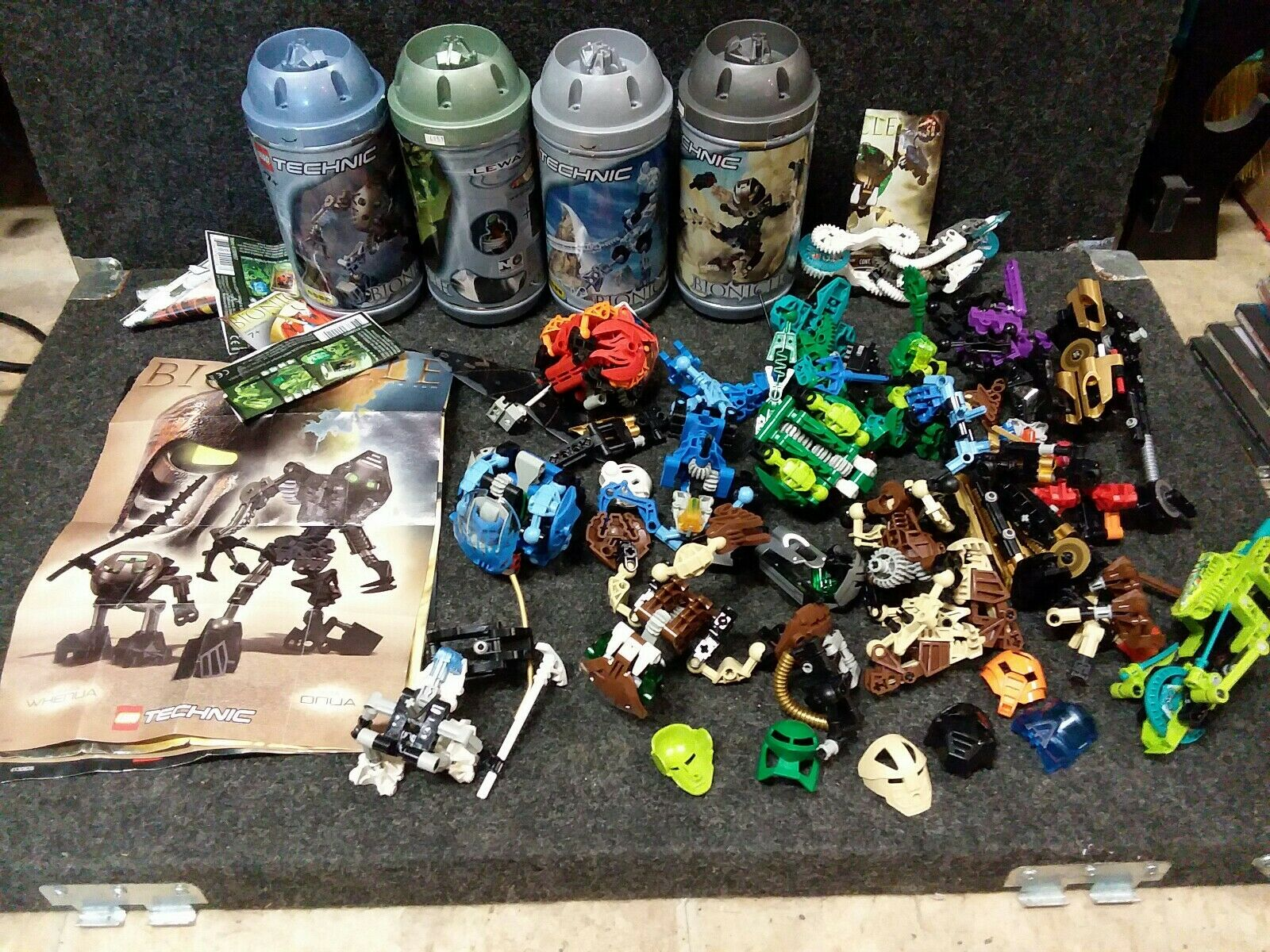 Lego Bionicle Bionicle Bionicle Huge Lot Masks Manuals Parts Canisters cf6808