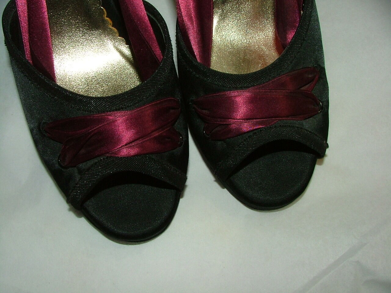 NEW WOB BEVERLY FELDMAN CLASSICS PUMPS SIZE 8 8 8 1 2 M BLACK RED SATIN  015 6ca676
