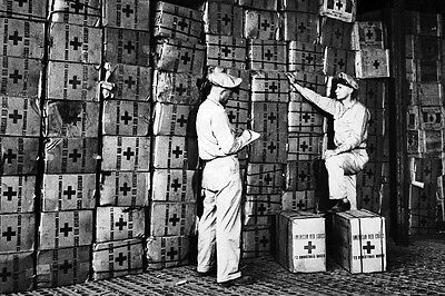 New 5x7 World War II Photo: American Red Cross Prepares Gift Boxes for Soldiers