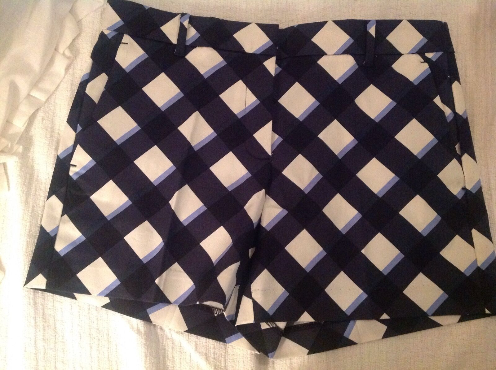 Ann Taylor DEVIN -CITY SHORT  NWT  Sz.6 orig 59 new arrival ,bluee&white