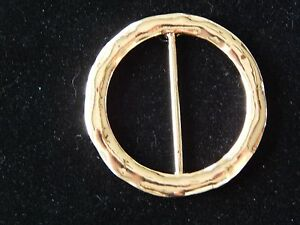 NWT WOMENS PRETTY ROUND GOLD HAMMERED SCARF RING//SLIDER//HOLDER//CLIP//JEWELRY