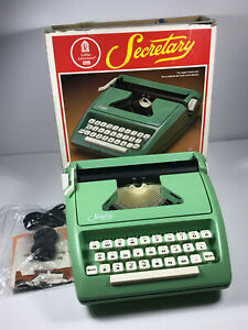 VERY-RARE-70-039-s-Sears-Little-Learners-Secretary-Toy-Typewriter-COMPLETE-w-box