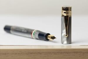 Penna stilografica Gioia Partenope madreperla gold pennino F