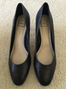 Lord & Taylor Black Pumps size 12B