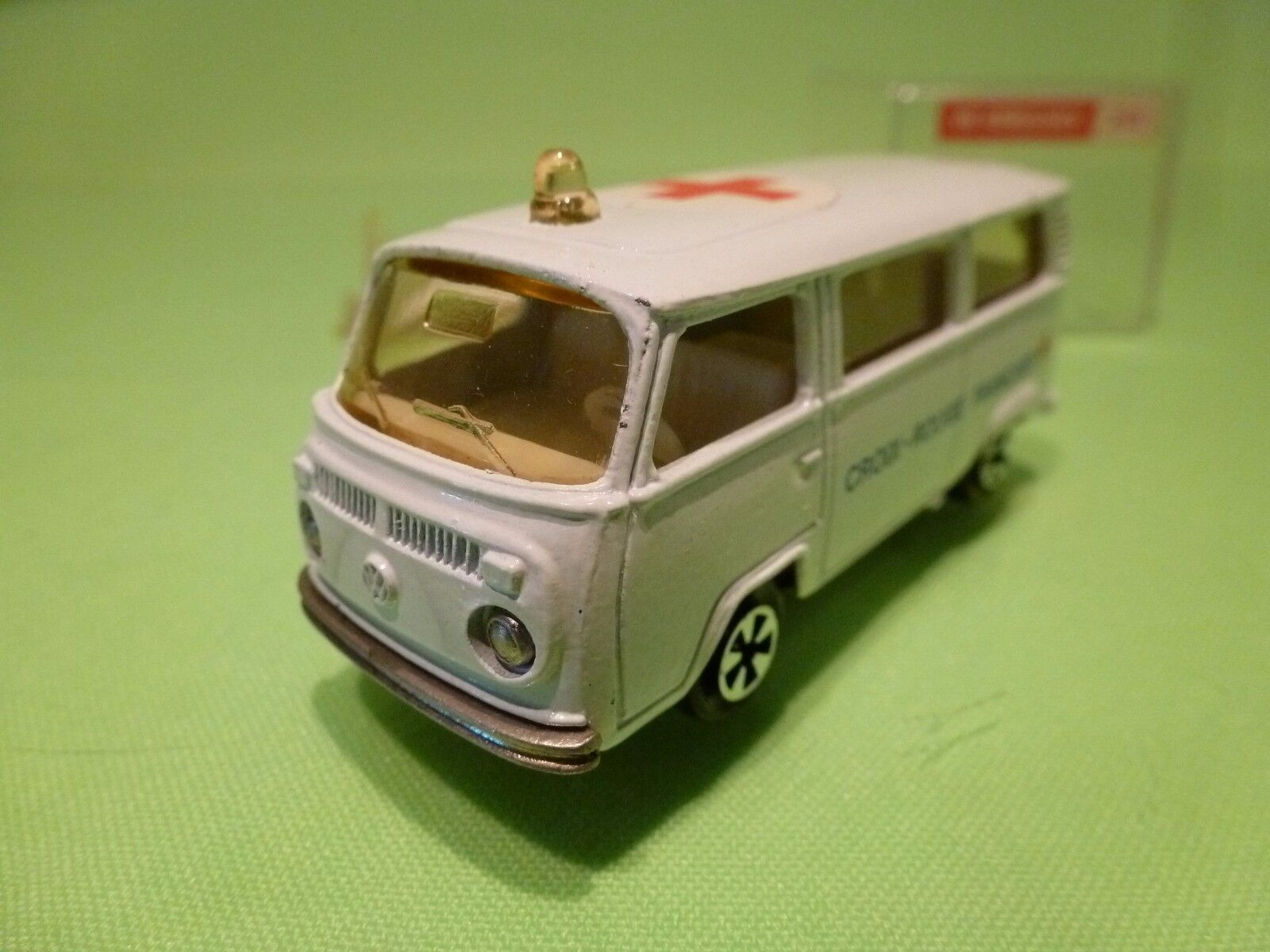 MAJORETTE 244  VW VOLKSWAGEN T2 T2 T2 AMBULANCE - WHITE 1 60 - VERY GOOD IN BOX 957cc4
