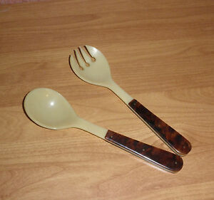 Bakelit-Igelit-Salatbesteck-vintage-shabby-kitchen-salad-forke-spoon-couverts