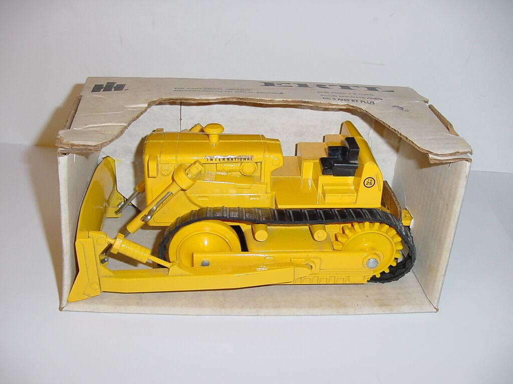 1 25 Vintage International TD-25 Crawler W Hard To Find bianca Box