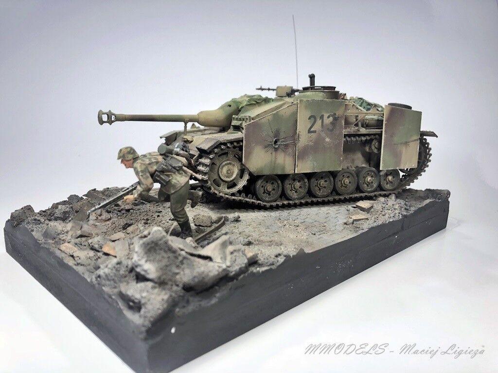 WW2 Diorama - Stug III - Scale 1 35 - built and painted
