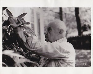 Roman-Vishniac-Warsaw-Ghetto-Photographer-1980s-Classic-ICONIC-press-photo