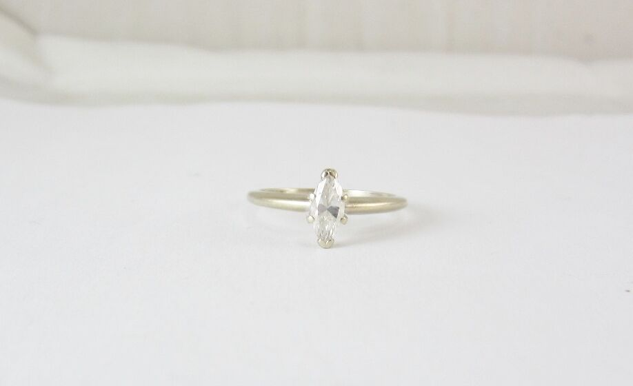 BEAUTIFUL 14K WHITE gold MARQUISE CUT DIAMOND SOLITAIRE ENGAGEMENT RING 2.1G