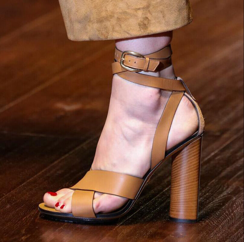 femmes Leather High Heels Ankle Strap Sandals Lady Retro Gothic Pump chaussures 2018