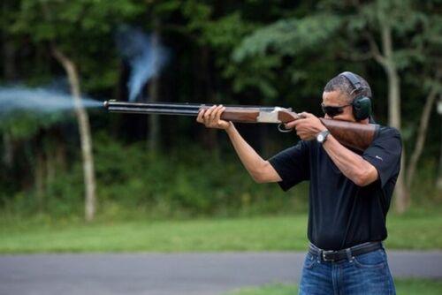 BARACK OBAMA UNITED STATES PRESIDENT SHOOTING A GUN PHOTO 8x10 PICTURE