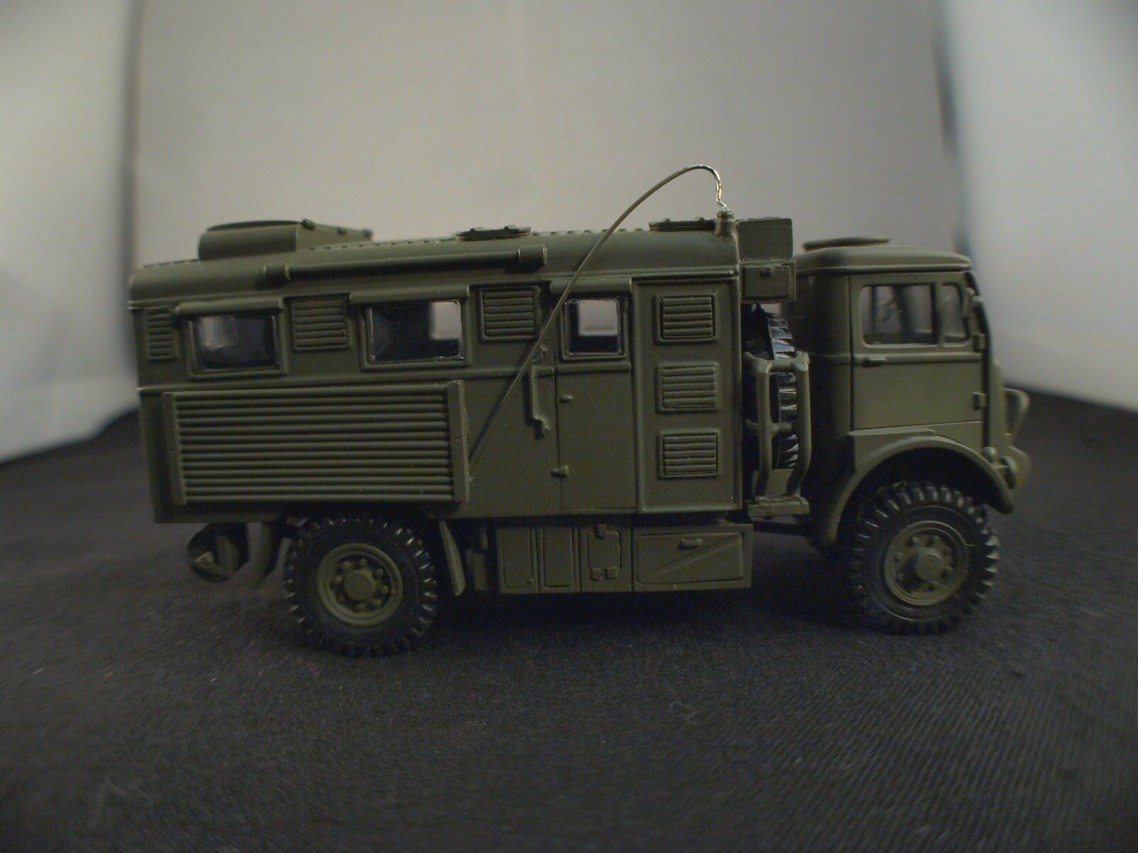 HART MODELS GB HT37  BEDFORD QL RADIO militaire rare