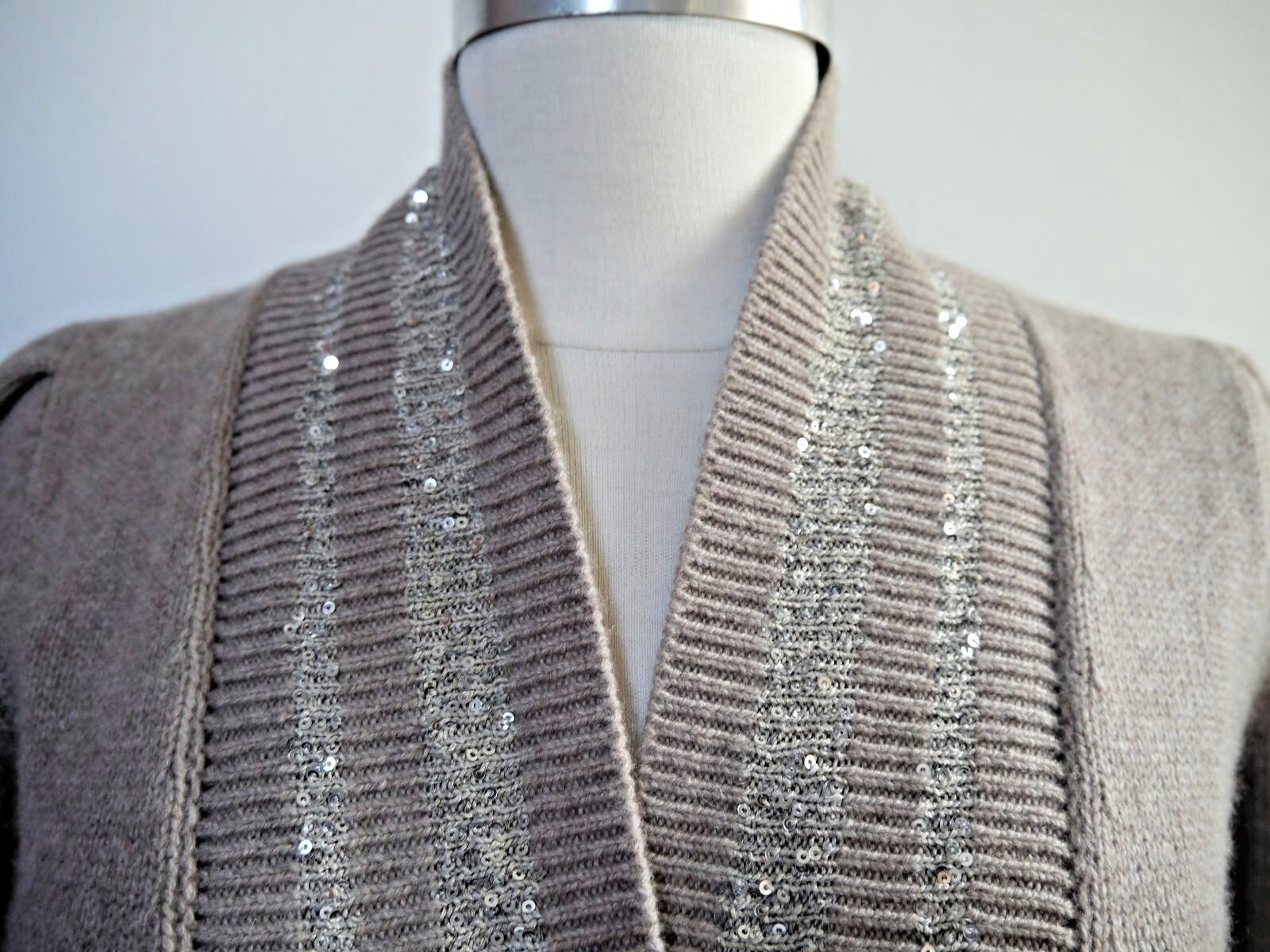 BRUNELLO CUCINELLI 100% cashmere sequin detail crop cardigan sweater sweater sweater M WORN ONCE 90c731