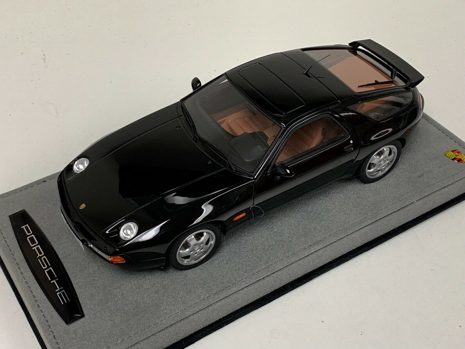 1 18 GT Spirit Porsche 928 GTS de 1992 in (environ 5059.68 cm) Noir GT738 Alcantara Base