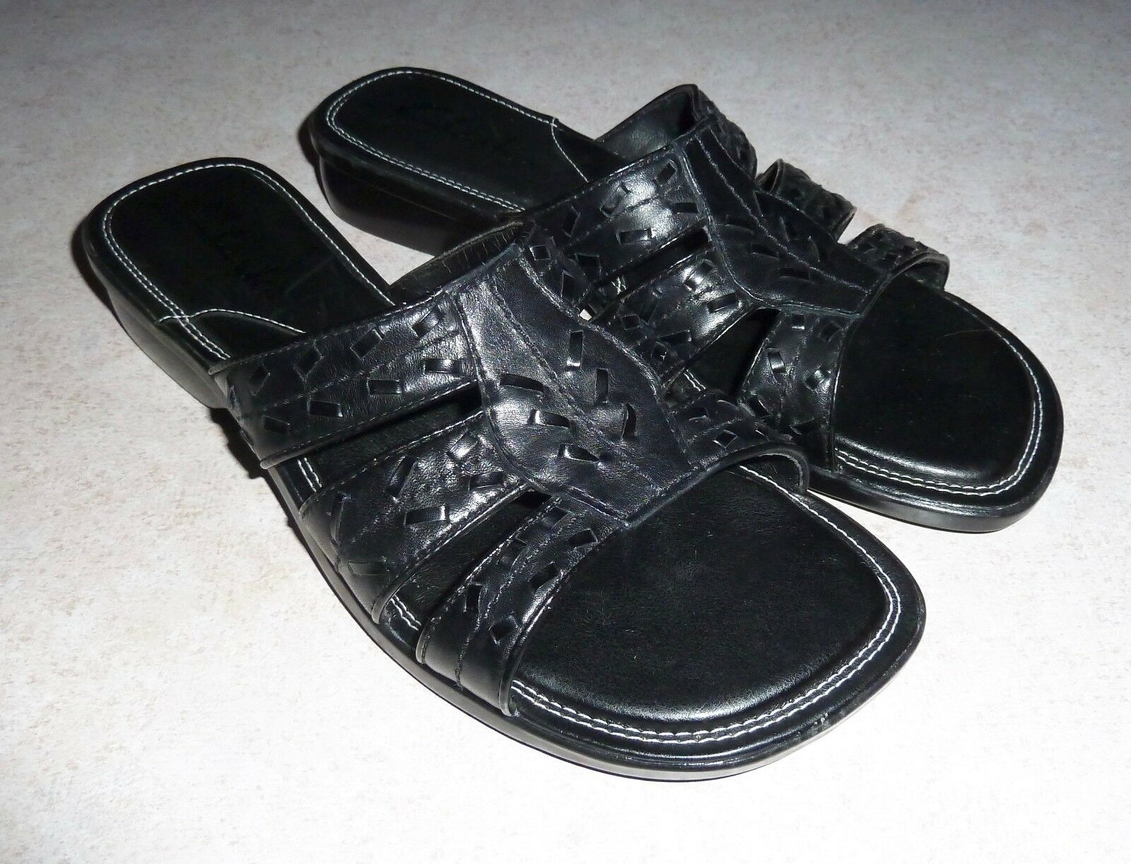 CLARKS - SANDALS BLACK LEATHER LOW-WEDGE SLIDE SANDALS - - LADIES 6.5M 27a7f2