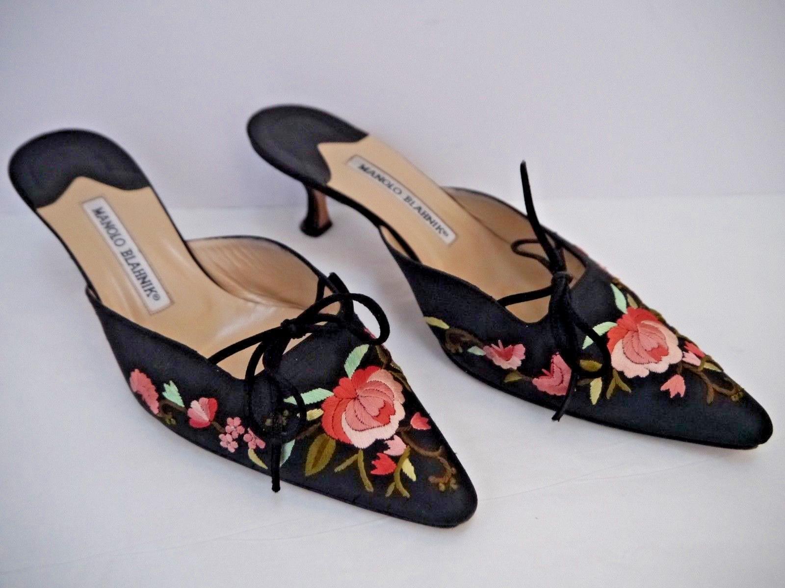 omaggi allo stadio MANOLO BLAHNIK nero floral embroidered silk silk silk mules kitten heels Italian 38.5  acquista la qualità autentica al 100%