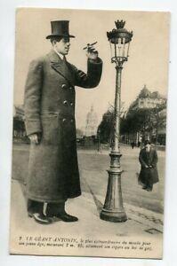 Le-GEANT-ANTONIN-mesure-2-m-25-allumant-son-Cigare-Bec-de-Gaz-1910-E04-2020