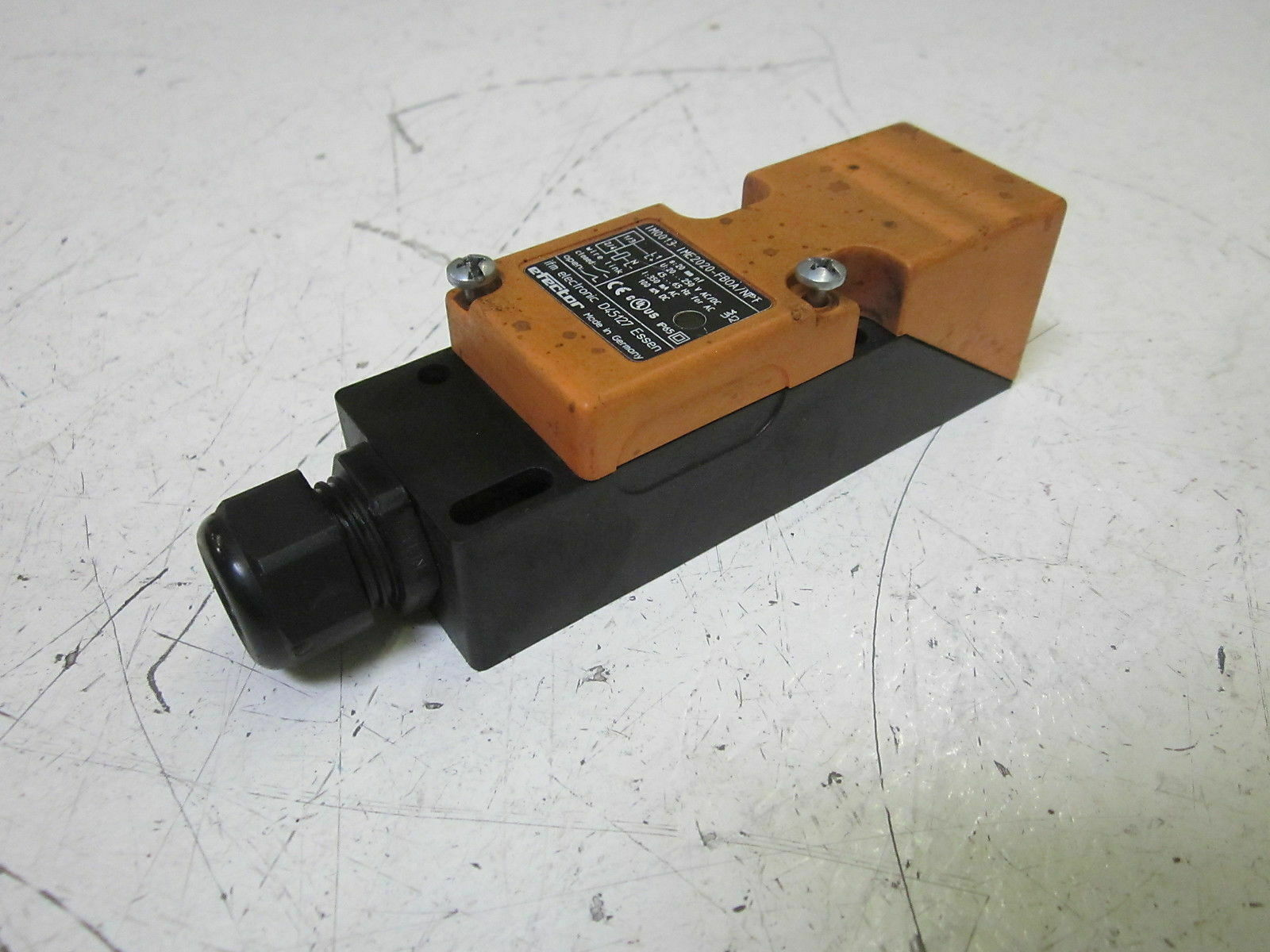 IFM EFECTOR IM0013 PROXIMTY SWITCH  USED