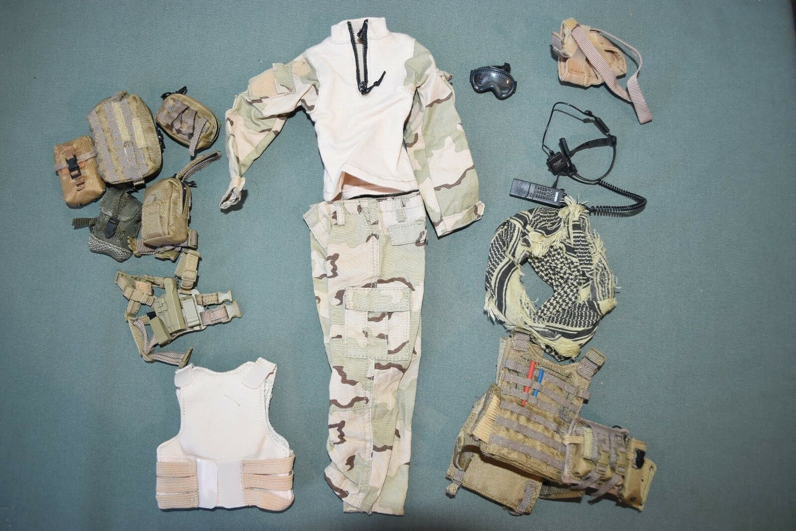Soldier Story 1 6 Modern Modern Modern US NAVY SEAL Uniform Gear ACC LOT for 12  Figures C-80 731474