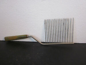 Victorian Trading Co Angel Food Cake Comb Baroque Handle 42D