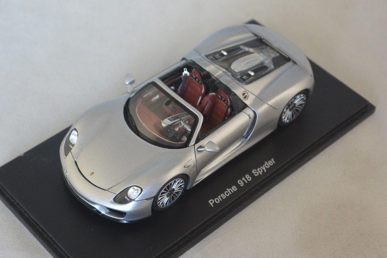 Spark S4244 - PORSCHE 918 Spyder 2014 argent   1 43