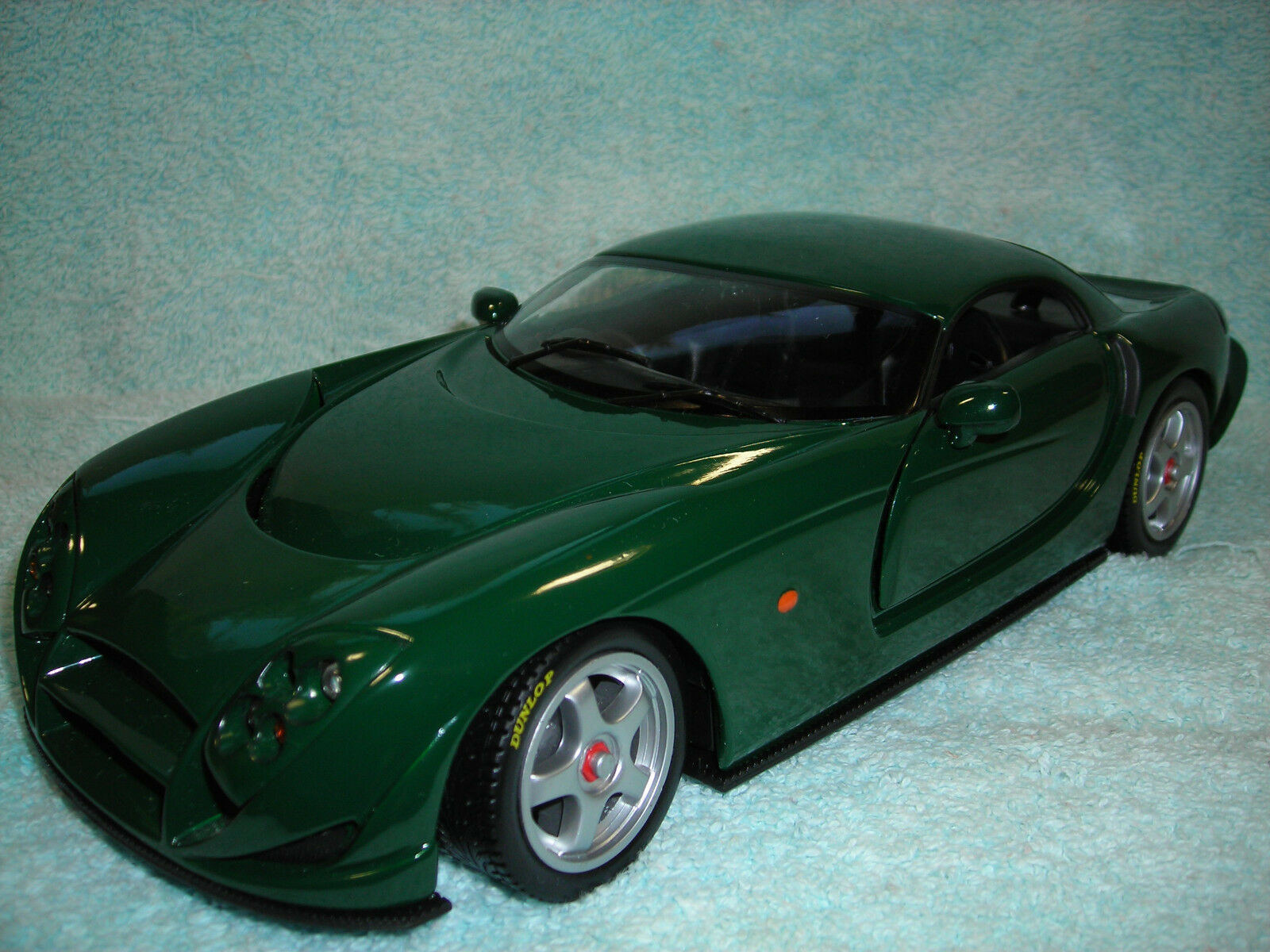 1 18 SCALE DIECAST 2003 TVR SPEED 12 IN HUNTER GREEN BY 100% HOT WHEELS.