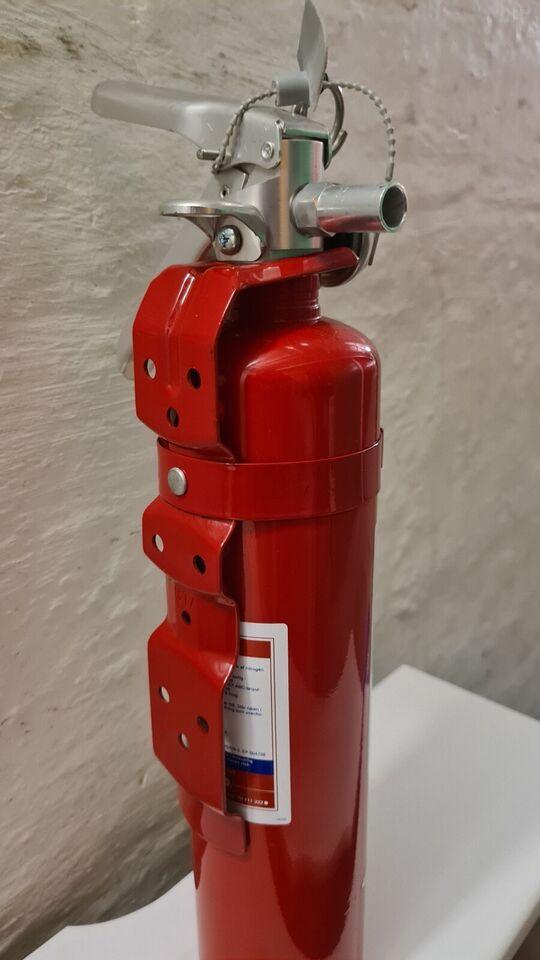 Inkl væg beslag. Slank og kompakt brandslukker...